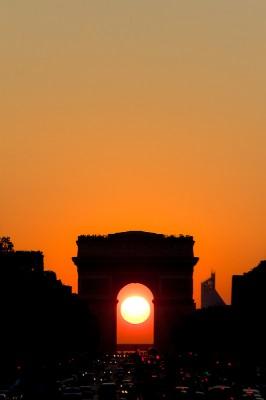 coucher de soleil sur les Champs Elysées